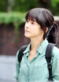Lee Bo Yeong as Seoyeong in functional student dress;