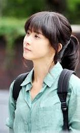 photo of Lee Bo Young casually dressed as law student Seo Yeong;