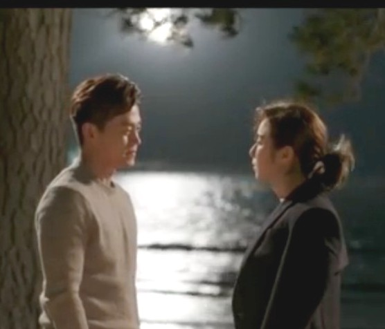 Lee Seo Jin and Uee share a romantic moment on a moonlit beach in episode 10 of the Korean drama Marriage Contract