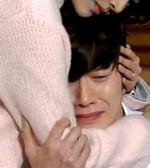 Ho Jeong comforts Sang Wu