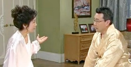 Ji Seon and Ki Beom discuss family matters in their new double bed