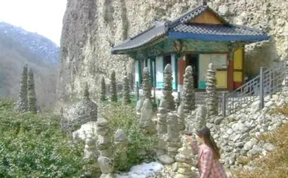 Seoyoung's mother as a young woman visiting a temple