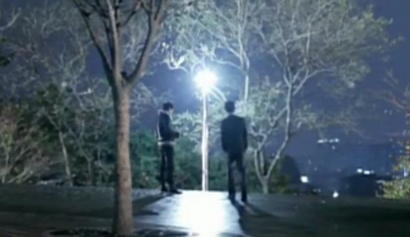Chief Prosecutor Jang finds the Vampire Prosecutor in a park overlooking Seoul, under a streetlamp