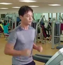 Lee Seo Jin as Kang Dong Seok in Wonderful Days runs on a treadmill to try and shake off his longing for Kim Hee Seon as Cha Hae Won;