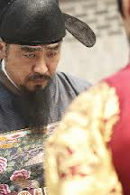 Masquerade - Ryoo Seung Ryong as Chief Secretary bows his head to the King;